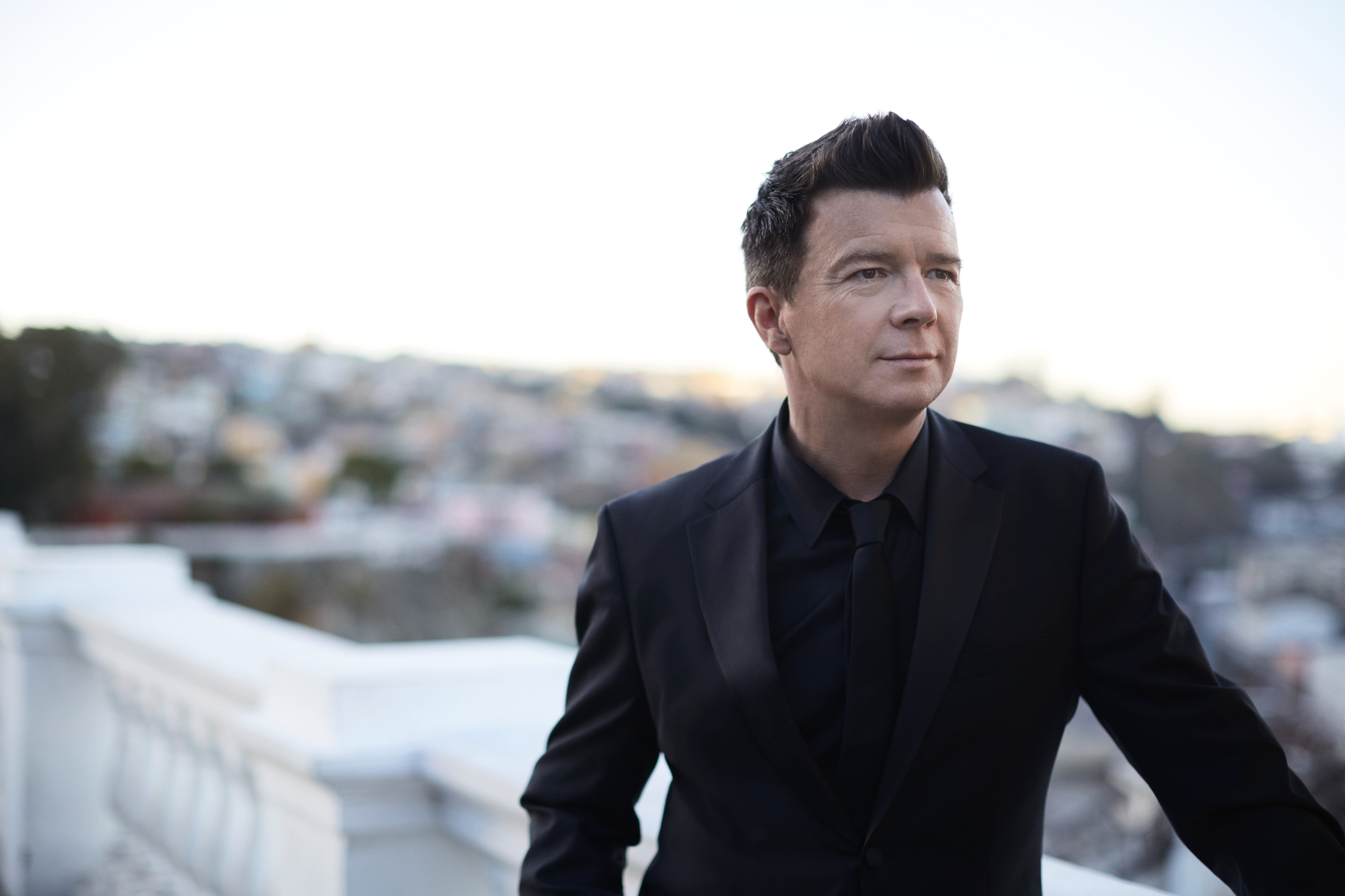 Rick Astley is fellép Paloznakon